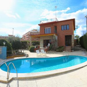 Hotel Pictures: Holiday Home Lleida, Torredembarra