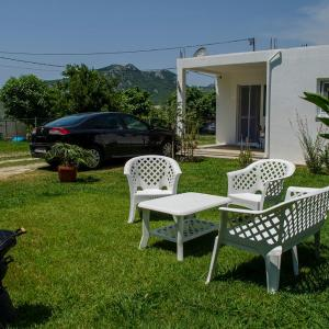 Hotel Pictures: Holiday Home Oaza, Sutomore
