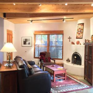 Hotel Pictures: Casa Cuma Bed & Breakfast, Santa Fe