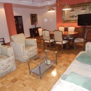 Hotel Pictures: Apartamento Turistico Lmr, Tafalla