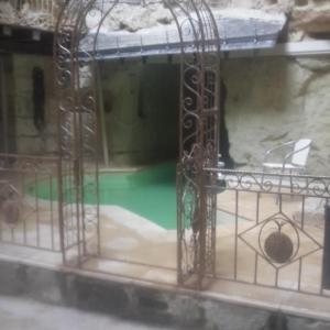 Hotel Pictures: Demeure de la Vignole: Appartement des Anges Troglodytique, Turquant