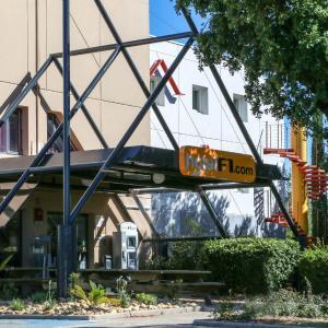 Hotel Pictures: hotelF1 Le Luc le Cannet des Maures, Le Cannet-des-Maures