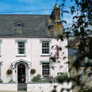 Hotel Pictures: Cnapan Guest House, Newport