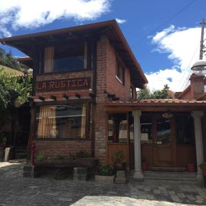 Hotel Pictures: La Rustica Hostal, Guaranda
