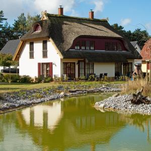 Hotel Pictures: Dünenresidenz Glowe - Haus Luisa, Glowe