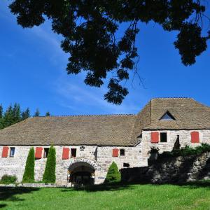 Hotel Pictures: Domaine du Lac Ferrand, Saint-Cirgues-en-Montagne