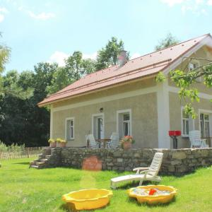 Hotel Pictures: Holiday Home Borovice, Milíře