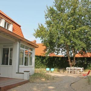 Hotel Pictures: Villa De Zeearend, Sint-Idesbald