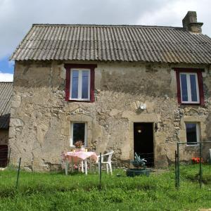 Hotel Pictures: Holiday Home Maison De Vacances - Charensat, Charensat