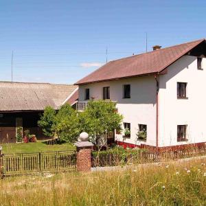 Hotel Pictures: Holiday Home Monika 1, Rovensko pod Troskami