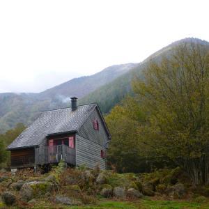 Hotel Pictures: Les chalets de la forêt d'Issaux, Osse-en-Aspe