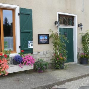 Hotel Pictures: B&B Saint Nicolas Chambre d'Hotes, Cellefrouin