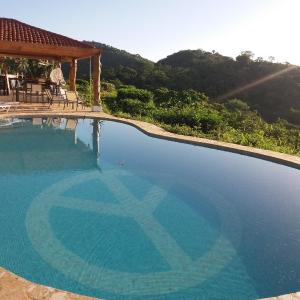 Hotel Pictures: Hotel Peace & Lodge, Carrillo