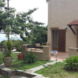 Hotel Pictures: Bas de Villa chez Mr.Girolami Dominique, Bastia