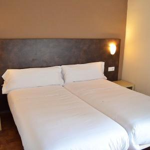 Hotel Pictures: Hostal Restaurante Los Mellizos, Guarromán
