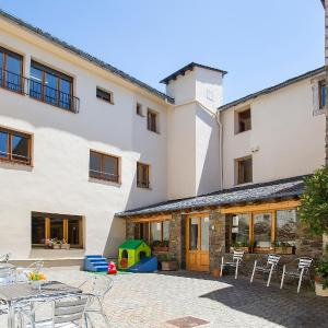 Hotel Pictures: Alberg Anna Maria Janer, Llivia