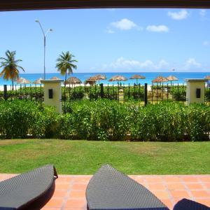 Fotografie hotelů: Ocean Extravaganza Three-bedroom condo - E121, Palm-Eagle Beach