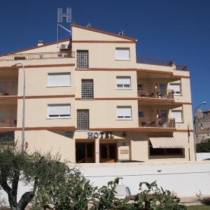 Hotel Pictures: Hostal El Castell, Calafell