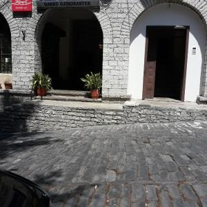 Hotelbilleder: Tina's Apartment, Gjirokastër