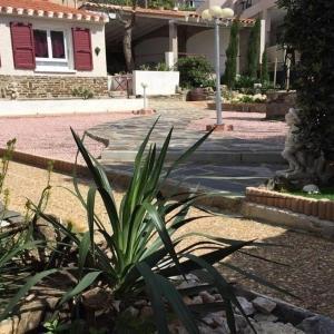 Hotel Pictures: Rental Apartment Charmante Maison Avec Jardin, Port-Vendres