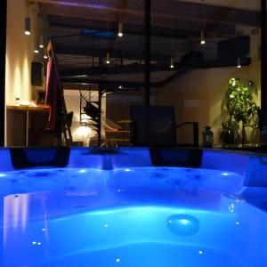 Hotel Pictures: Chambre d'hôtes Deluxe Mas de l'Etoile, Aigues-Mortes