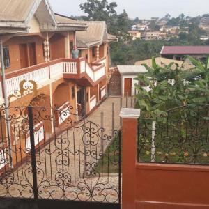Hotel Pictures: Les Champs Elisa, Yaoundé
