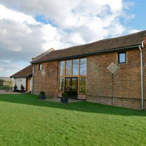 Hotel Pictures: Old Field Barn, Attleborough