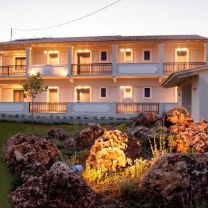 Hotel Pictures: Hyacinthus-Cressida Seaside Apartments, Acharavi