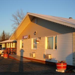 Hotel Pictures: Westway Inn Motel, Neepawa