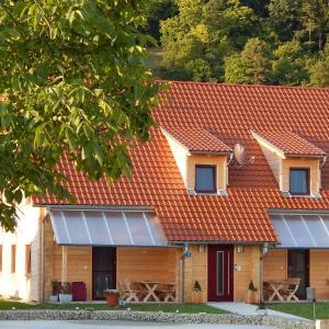 Hotel Pictures: Holzblockhaus Stark, Kelheim
