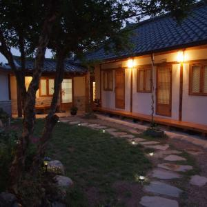 Zdjęcia hotelu: Floral Space Hanok Guesthouse, Gyeongju