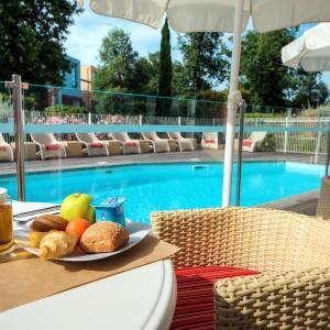 Hotel Pictures: Zenitude Hôtel-Résidences Le Parc de l'Escale, Toulouse