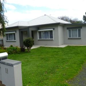 Hotel Pictures: 11 Crouch Street, Mount Gambier