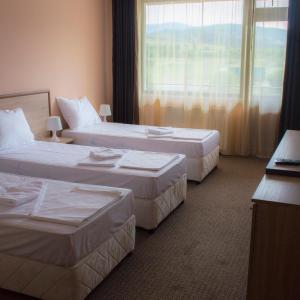 Hotel Pictures: Maribel Spa Hotel, Koprivlen