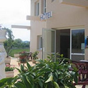 Hotel Pictures: Hôtel Le Colombier, Saint-Pantaléon-de-Larche
