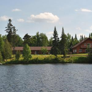 Hotel Pictures: Motel Ours Bleu, Lac-Saguay
