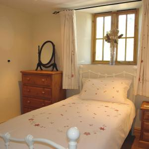 Hotel Pictures: Swallows Nest, Widegates, Looe, East Looe