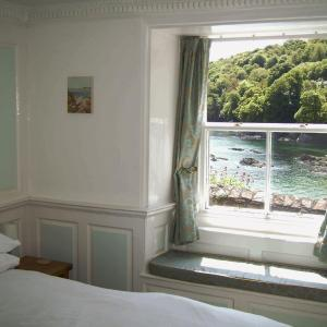 Hotel Pictures: Balcony Cottage, Cawsand, Cawsand