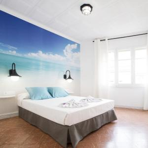 Hotel Pictures: Camp Nou Home, Hospitalet de Llobregat