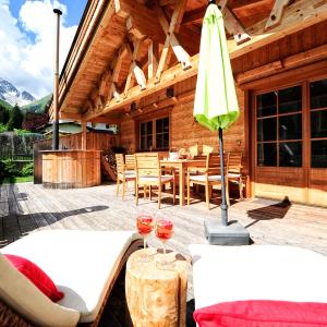 Hotellikuvia: Luxury Chalets Wiesenruh, Bichlbach