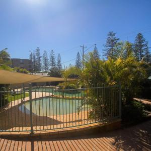 Hotel Pictures: Town Beach Beachcomber Resort, Port Macquarie