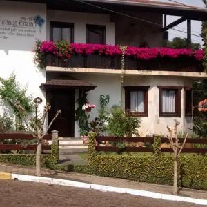 Hotel Pictures: Hospedaria Gãstehaus Enzian, Treze Tílias