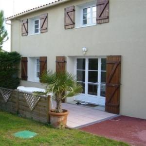 Hotel Pictures: Rental Villa Au Coeur De La Chaume, Agréable Maison, La Chaume