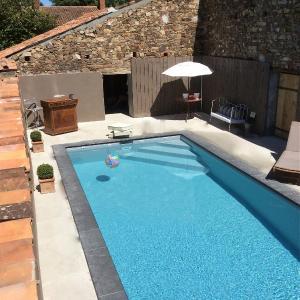 Hotel Pictures: Gites De L'Etang Des Noues, Cholet