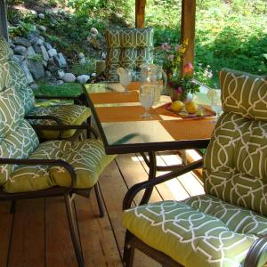 Hotel Pictures: Cottage In Hills, New Denver