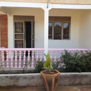 Hotel Pictures: Kisaasi Holiday Home, Kampala