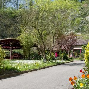 Hotel Pictures: Hotellerie de la Cascade, Saint-Genis-les-Ollières