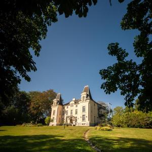 Hotel Pictures: Hôtel Château de la Marlière, Fourmies