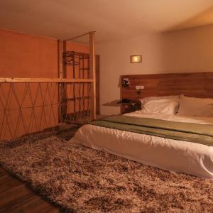 Hotel Pictures: Yangshuo Rock & Stone Inn, Yangshuo