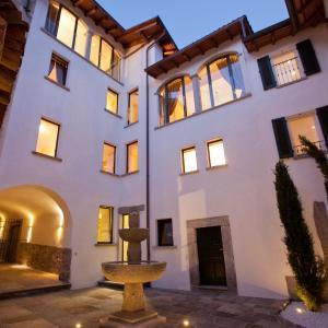 Hotel Pictures: QUISIGUSTA Miraval Suites B&B, Curio